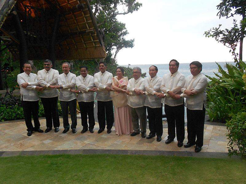 Chief Justice of the Union U Tun Tun Oo poses for documentary photo with deletates to 3rd ASEAN Chief Justices Meeting.—mna