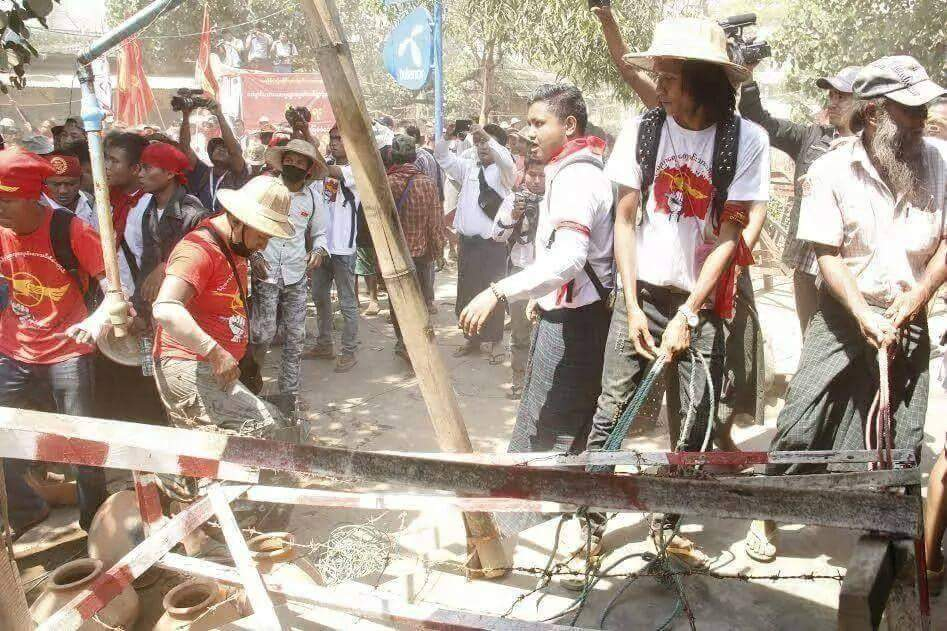 Protesters are violence in destroying police barriers at Letpadan  protest site.