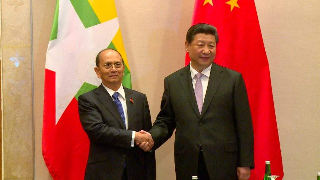 President U Thein Sein shaking hands with Chinese President Xi  Jinping.
