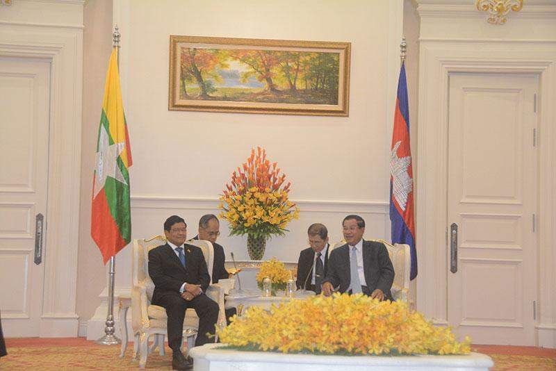 Vice President U Nyan Tun holds talks with Prime Minister of Cambodia Hun Sen at the Peace Palace in Cambodia.