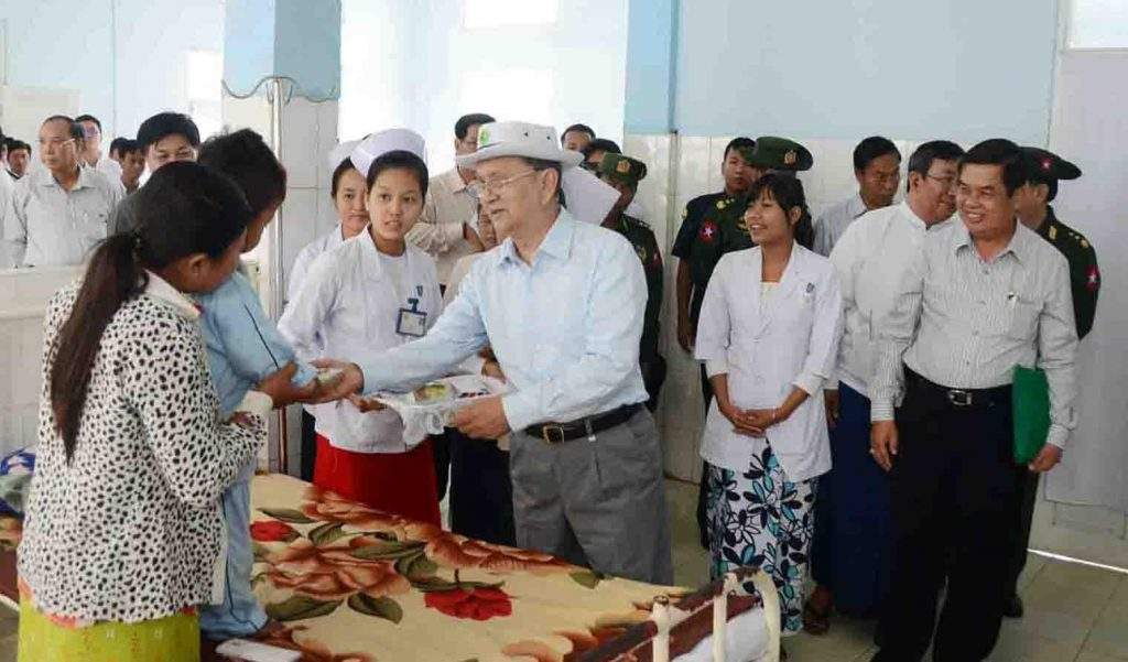 President U Thein Sein presents gift to a child patient at Homalin People's Hospital.—IPRD