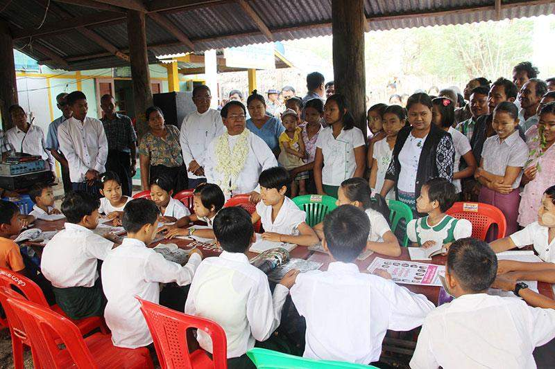 Union Minister U Kyaw Hsan opened two libraries each in Ywathaya and Lainkone villages, Pale Township, Sagaing Region.—mna