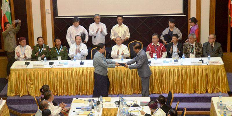 Preisdent U Thein Sein attends signing of draft nationwide ceasefire agreement between NCCT  and UPWC on 31 March 2015.—Photo: Po Htaung