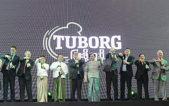 U Thein Tun, Chairman of MGS, (4th from left), Danish Ambassador to Myanmar Peter Lysholt Hansen (5th from left) and Bagon Region Chief Minister U Nyan Win (6th from left) celebrates to officially open  Carlsberg  Myanmar brewery facility in Bago.