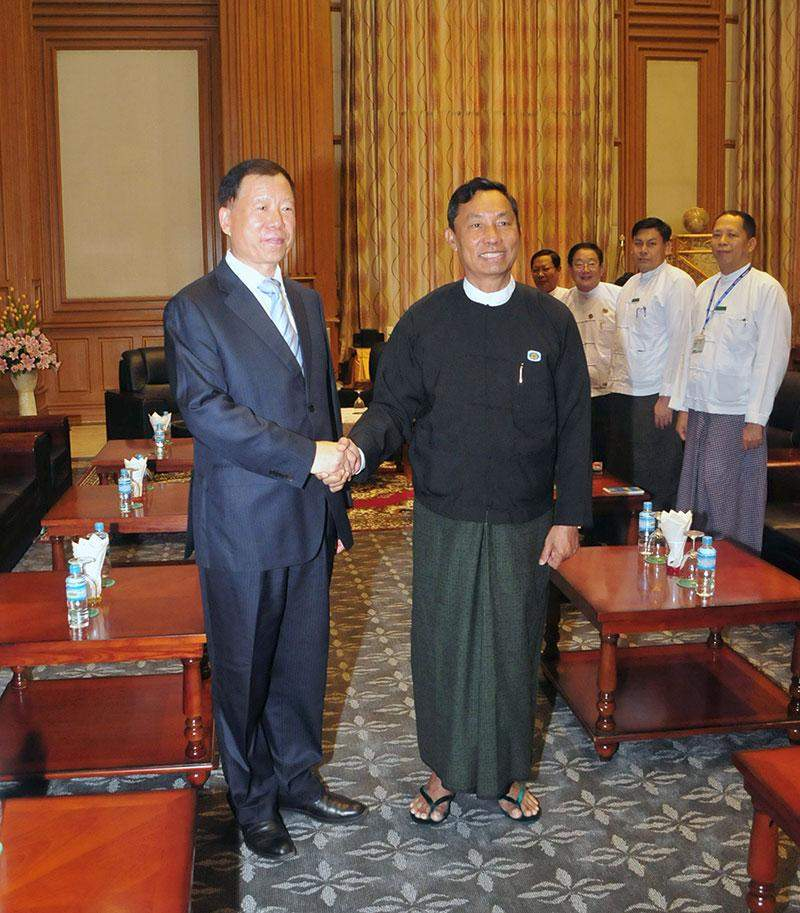 Speaker of Pyithu Hluttaw Thura U Shwe Mann shakes hands with  Vice Minister of Foreign Affairs Mr Cheng Fengxiang. mna