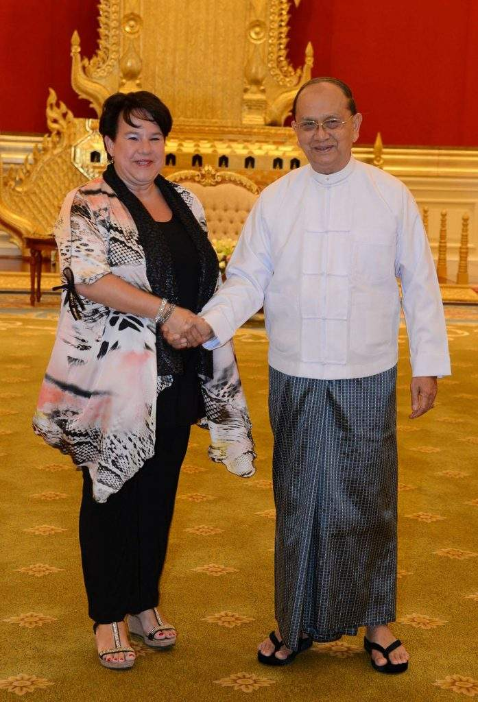 President U Thein Sein cordially shakes hands with Minister for Agriculture  Mrs. Sharon Dijksma from the Netherlands. MNA