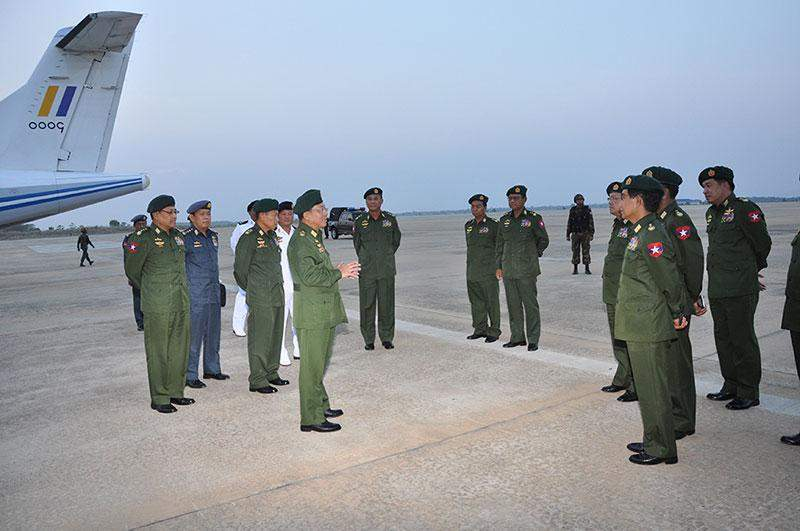 Senior General Min Aung Hlaing being welcomed back by senior military officers  at Nay Pyi Taw Airport.—Myawady