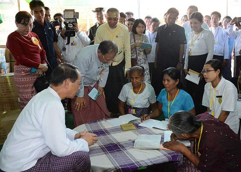 Vice Preisdent Dr Sai Mauk Kham meets local residents at teaching session at literacy campaign in Hinthada Township.—MNA