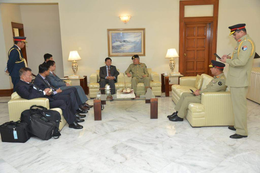 Senior General Min Aung Hlaing being welcomed by senior military officers from Pakistan at Benazir Bhutto International Airport.