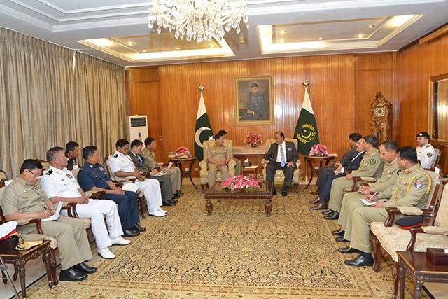 Senior General Min Aung Hlaing meets Pakistan's President Mr Mamnoon Hussain.