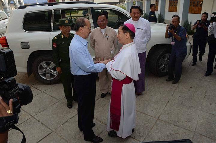 President U Thein Sein cordially greets Catholic Bishop of Kengtung.