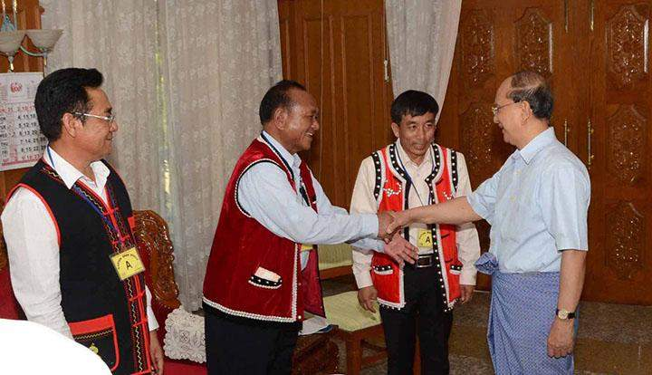 President U Thein Sein shakes hands with U Pauk Yu Yi and party of Wa Special Region-2.