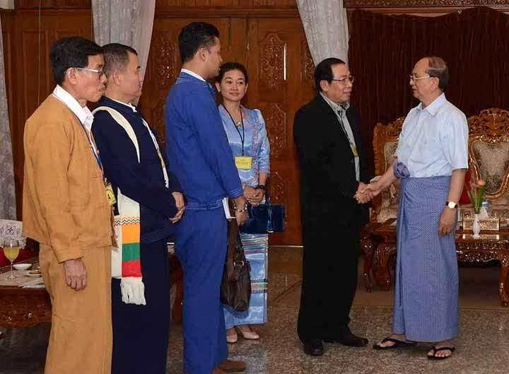 President U Thein Sein cordially greets RCSS/SSA Chairman U Ywet Sit at Golden Triangle Yeiktha  in Kengtung.