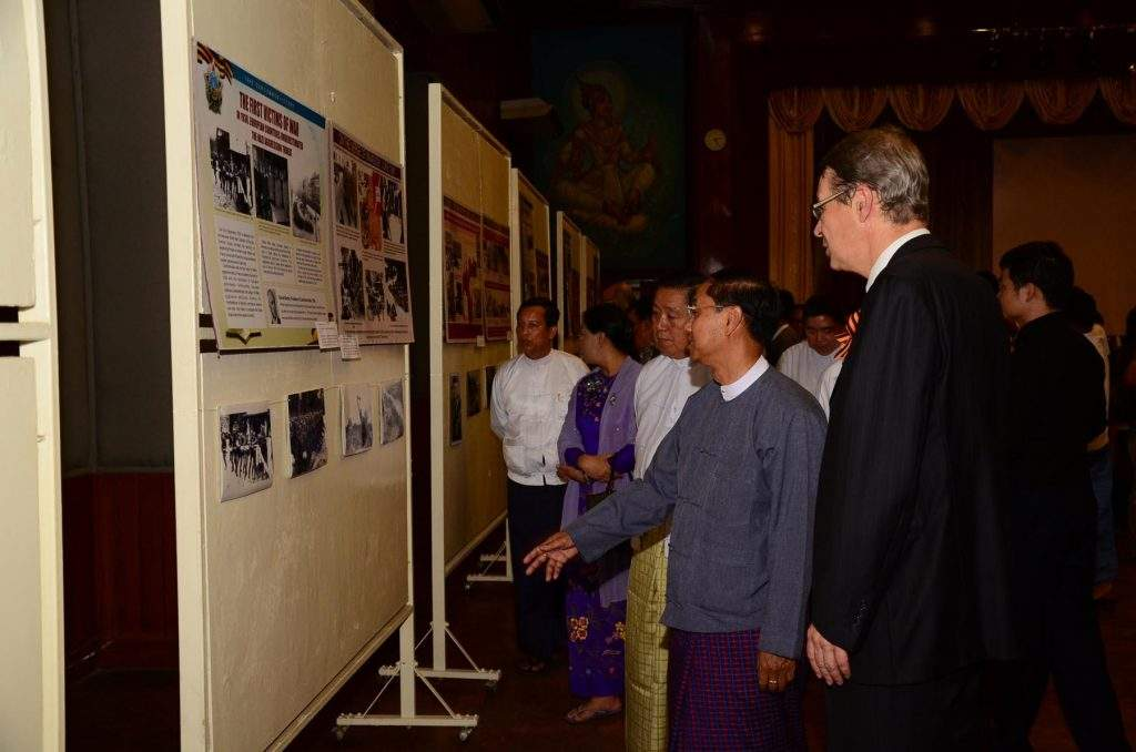 Chief Minister U Myint Swe and Russian Ambassador Mr Vasily Pospelov view round works of photo and poster contest.—MNA