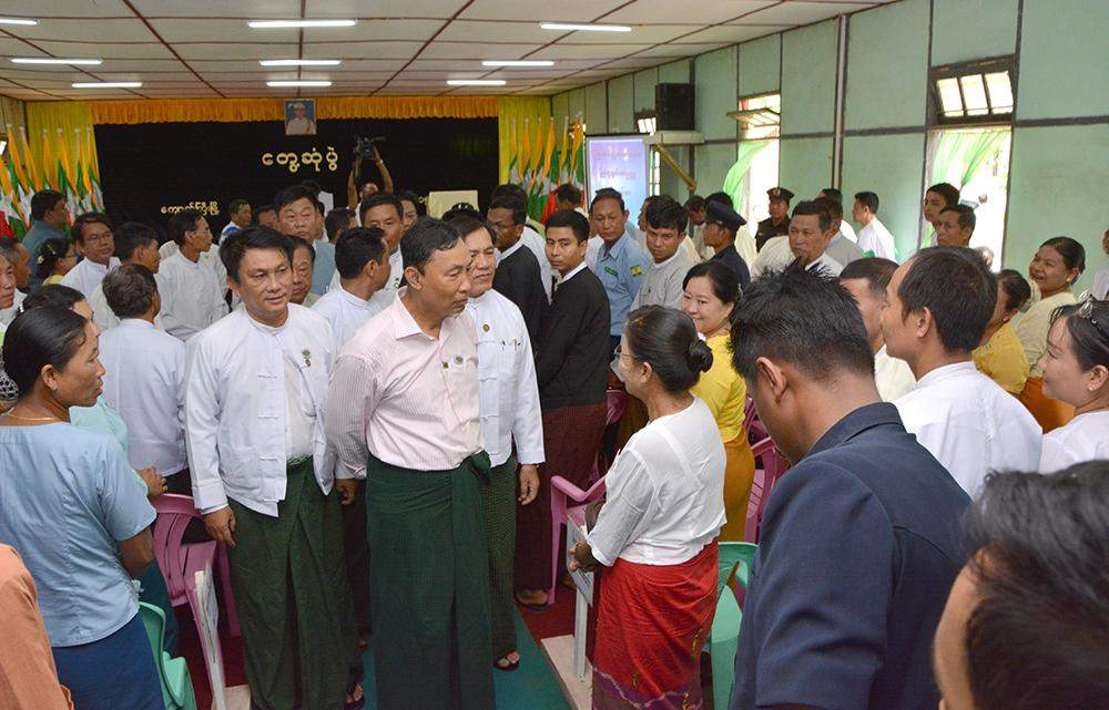 Speaker of Pyithu Hluttaw Thura U Shwe Mann meets with local people in Kyaukkyi, Bago Region, and urges them to work for development of  their region.—MNA