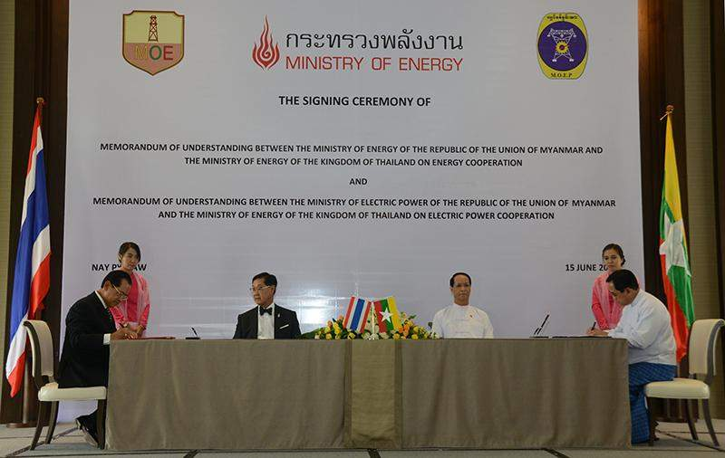 Vice President Dr Sai Mauk Kham and Thai Deputy Prime Minister Mr Pridiyathorn Devakula  attend signing ceremony of MoU on energy and electric power sectors.—MNA