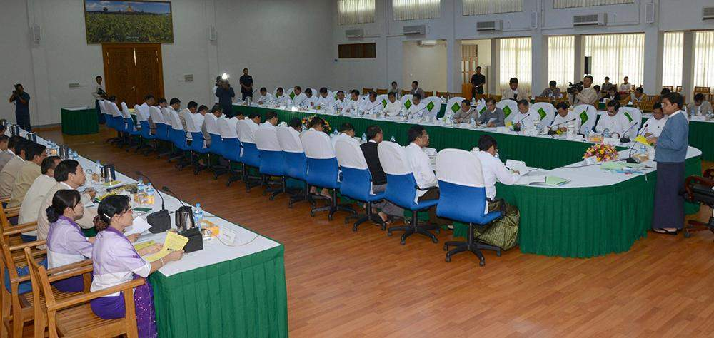 Vice President U Nyan Tun delivers speech at government committee for protecting farmers' rights and interests.—MNA