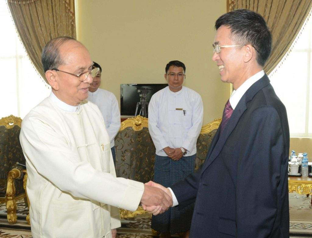 President  U Thein Sein shakes hands with Chinese Ambassador to Myanmar Mr. Yang Houlan.MNA