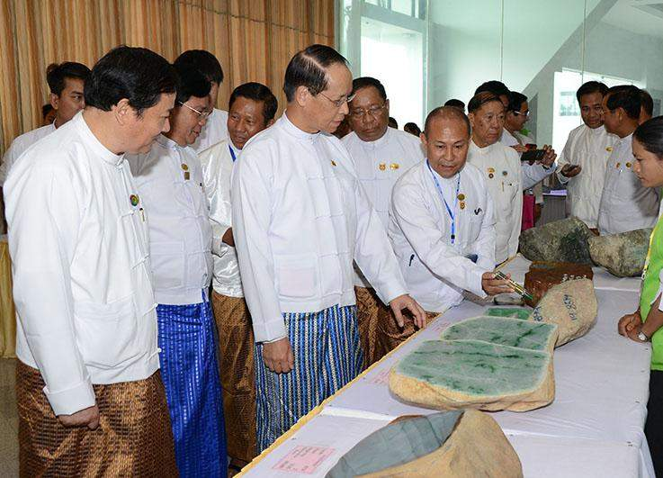 Vice President Dr Sai Mauk Kham views jade lots displayed at Mani Yadana Jade Hall.