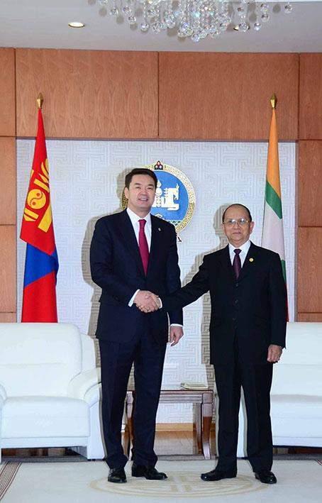 President  U Thein Sein shakes hands with Prime Minister of Mongolia Mr Chimed Shaikhanbileg.