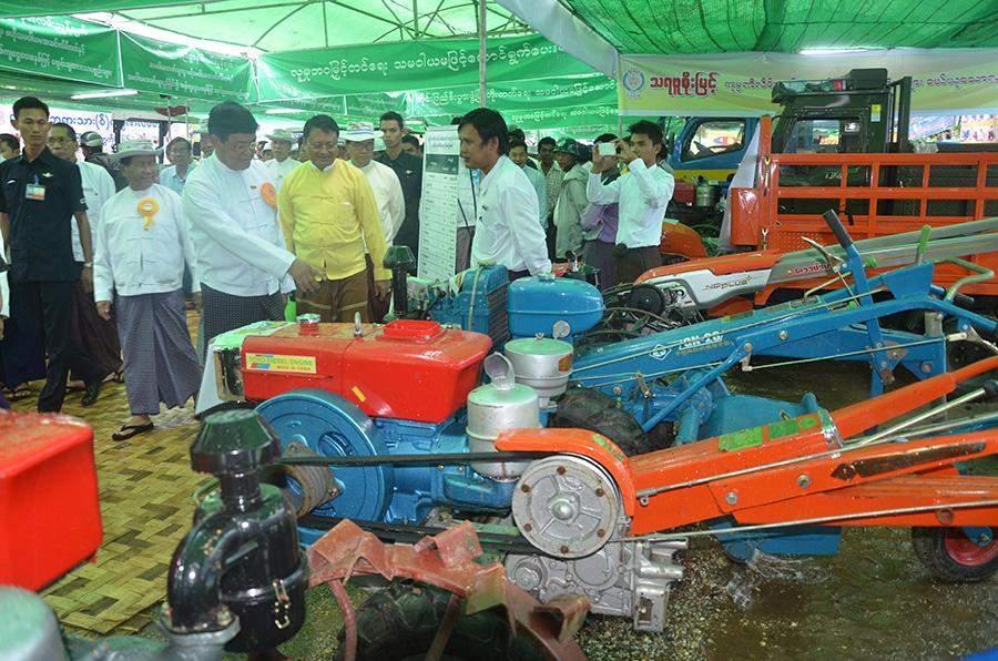 Vice President U Nyan Tun observes farm machinery displayed at loan-providing event held in Zegone, western Bago Region.
