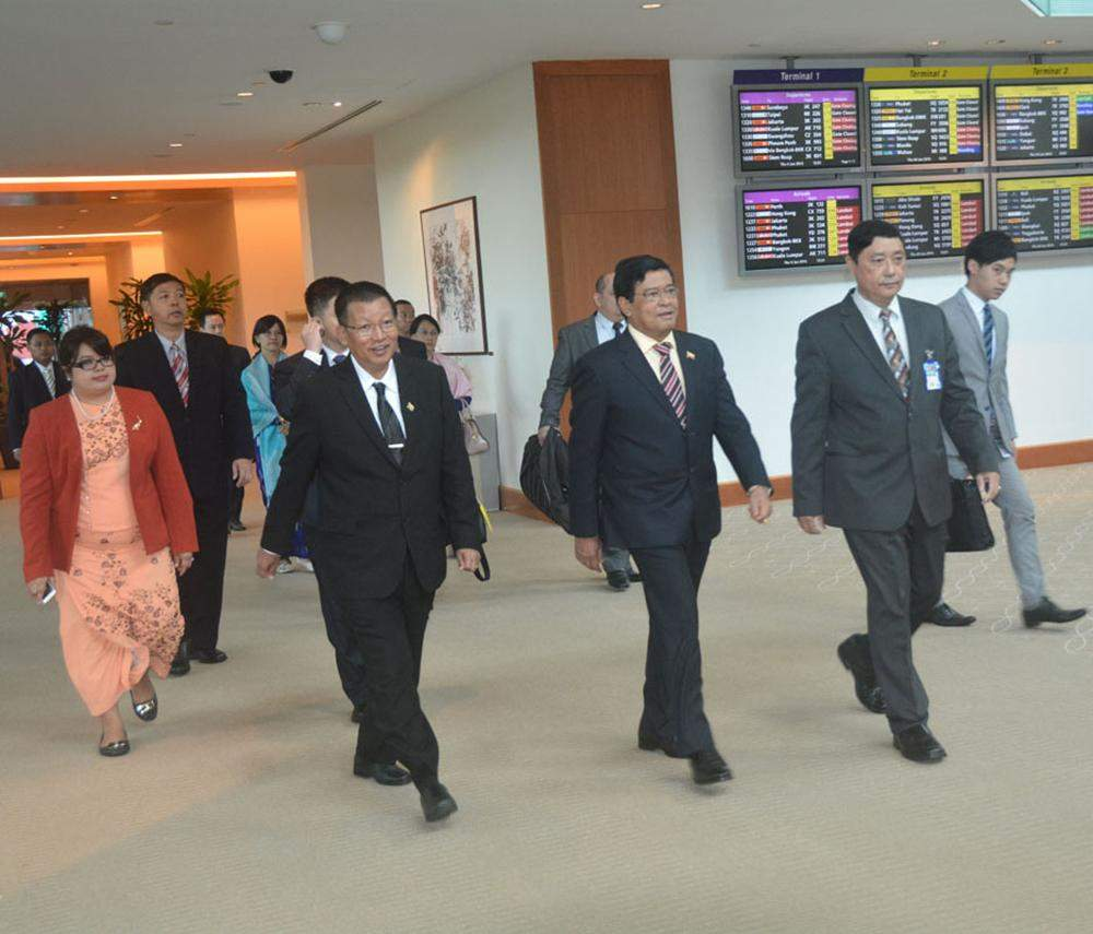 Vice President U Nyan Tun arrives at Changi International Airport in Singapore to attend the opening  ceremony of the 28th SEA Games. MNA