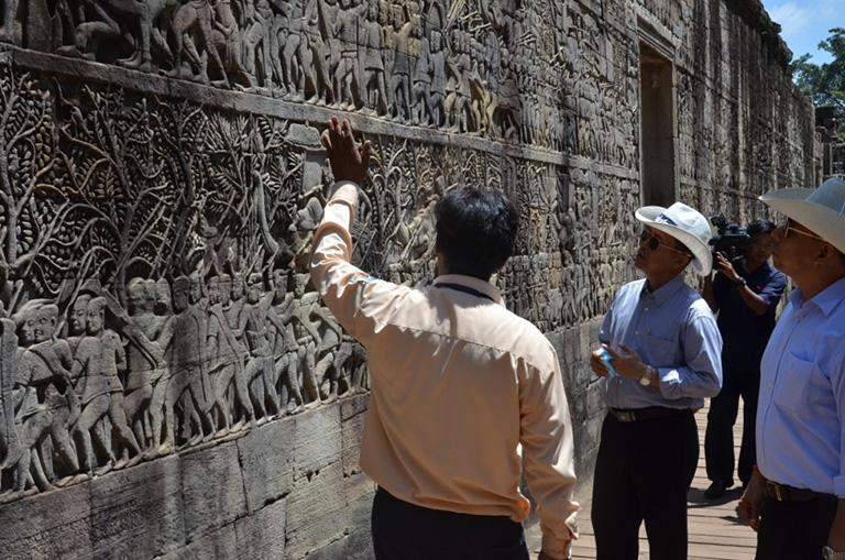 Vice-Senior General Soe Win views ancient cultural heritages at  Angkor Wat Temple.
