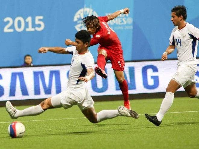 Myanmar's Kaung Sat Naing (in red) lets fly in his side's 5-1 win over the Philippines. Photo: Lawrence Tan/SINGSOC