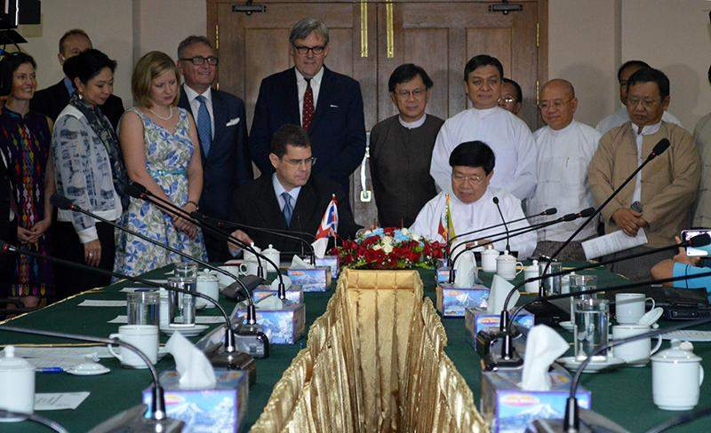 UMFCCI President U Win Aung and BCCM President Mr Tony Picon sign a memorandum of understanding to strengthen business relations between Myanmar and UK in Yangon on Friday.