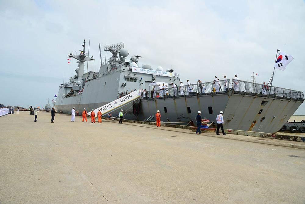 ROKS Wang Geon (978) arrives at Myanmar International Terminals Thilawa.—MNA