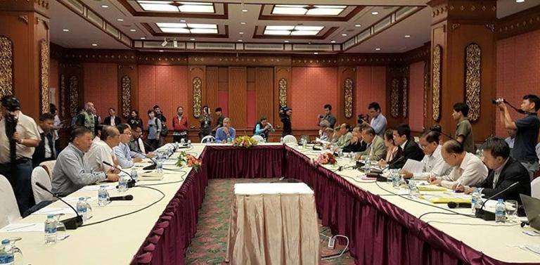 Union Minister U Aung Min-led government's peace negotiating team holds talks with senior delegates of ethnic armed groups in a preliminary meeting to revive stalled peace talks.