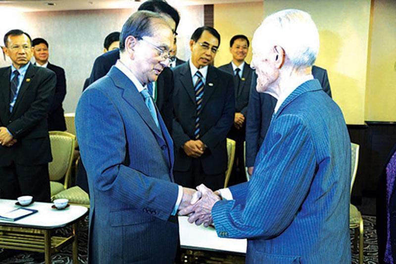 President U Thein Sein cordially greets Chairman Imaizumi Seiji,  Chairman of Imaizumi Scholarship Foundation.