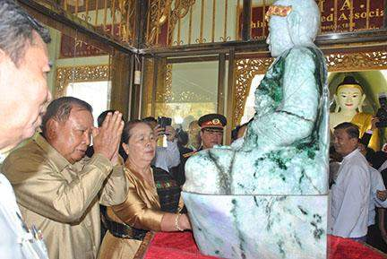 Laotian Vice President Bounnhang Vorachith pays homage to the Jade  Buddha Statue at the Shwedagon Pagoda.