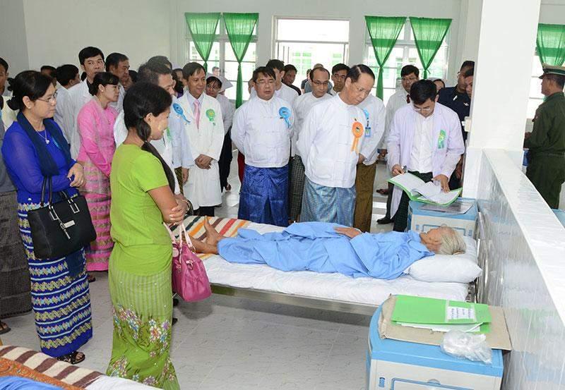 Vice President Dr Sai Mauk Kham comforts a patient at Orthopaedic Special Hospital in Ottarathiri Township.—MNA