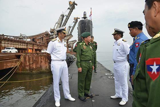 Senior General Min Aung Hlaing visits Submarine of Indian Armed Forces.