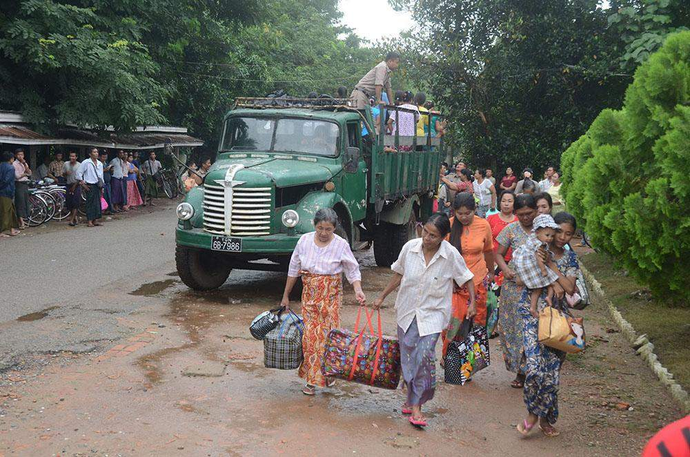 Prisoners walk out of Insein prison after being released during an amnesty in Yangon on 30 July, 2015.—MNA