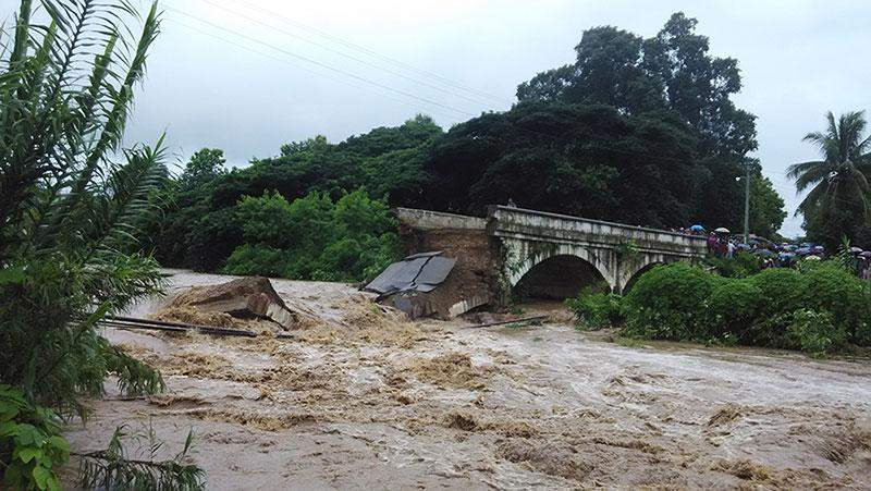 Authorities can not yet confirm exact number of victims in the tragedy in which the bridge across the Dohtawady River in Thibaw Township was destroyed by floods on Saturday.