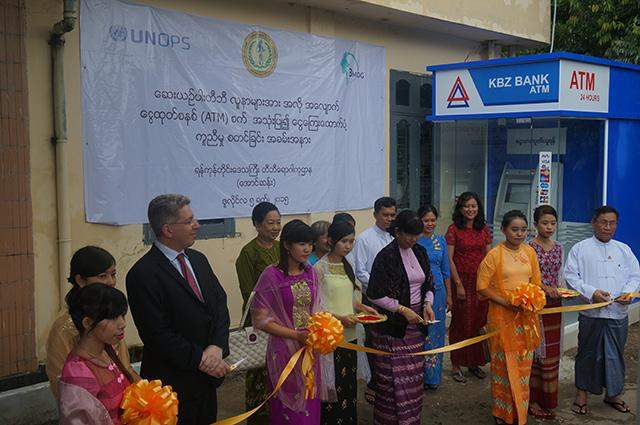 Fund Director of 3MDG Dr Paul Sender and Deputy Health Minister  Dr Daw Thein Thein Htay formally open the launching of new cash transfer system for MDR-TB patients at Yangon Region TB Centre.