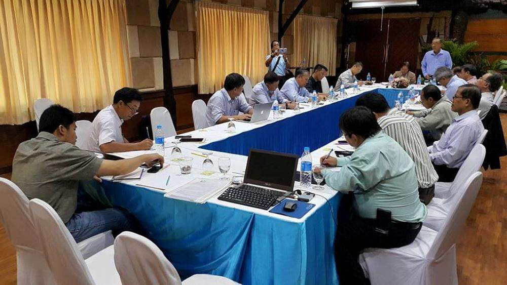Dr La Ja, deputy leader of a senior delegation representing ethnic armed organizations, speaks at a meeting with the Myanmar Peace Centre's working team in Chiang Mai on Wednesday. Photo: Nyo Ohn Myint