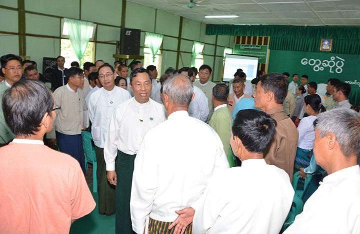 Pyithu Hluttaw Speaker Thura U Shwe Mann meets local people in Taungdwingyi.