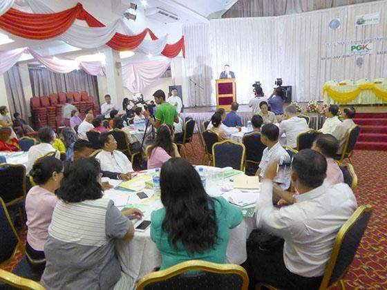Local and foreign CSOs and officials from the health ministry gather at a civil society consultation meeting on health.