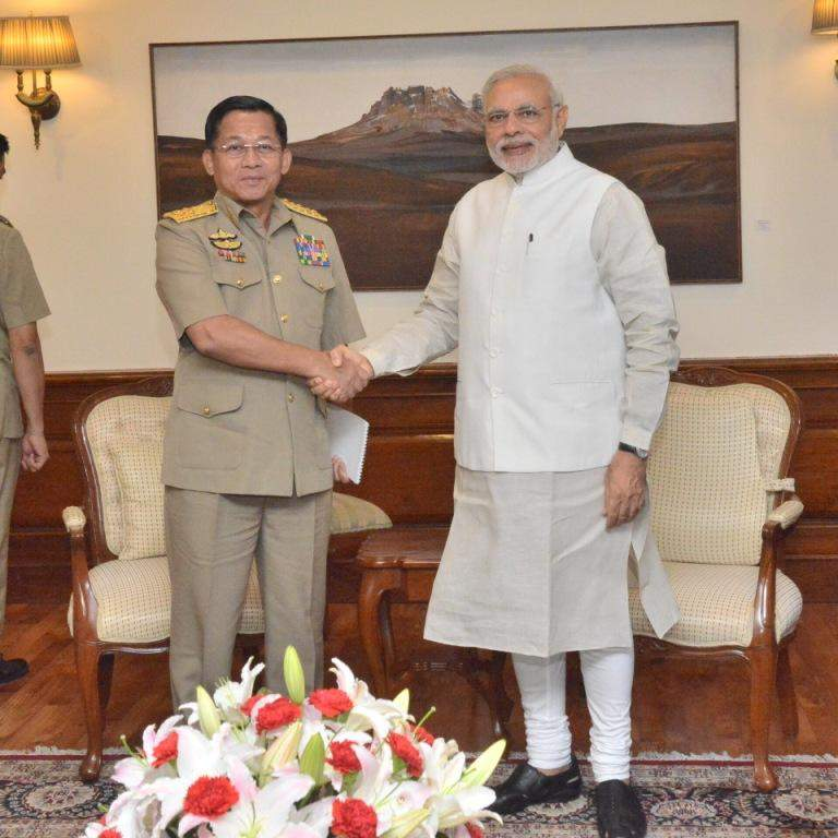 Senior General Min Aung Hlaing shakes hands with Indian Prime Minister Mr Narendra Modi.