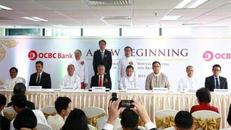 Witnessed by Central Bank of Myanmar Governor U Kyaw Kyaw Maung (left), Singaporean Deputy Prime Minister Mr. Teo Chee Hean (centre) and Union Minister for Finance U Win Shein, officials from OCBC Bank and 10 domestic banks sign agreements on collaboration in training and capability building in Yangon on Thursday.