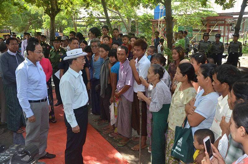 President U Thein Sein meets local flood victims in Pwintbyu Township.