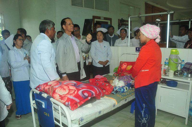 Vice President Dr Sai Mauk Kham meets patients at maternity ward of PyinOoLwin People's Hospital.iprd