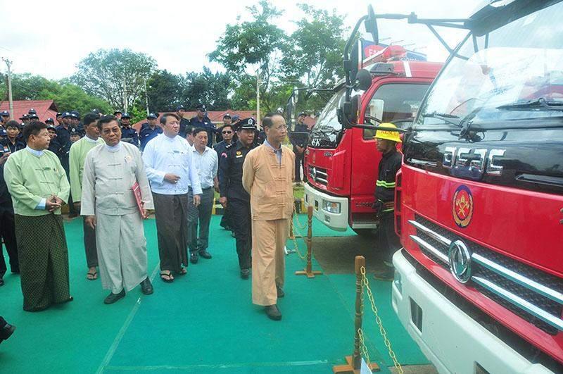 Vice President Dr Sai Mauk Kham views new fire trucks for Lashio Township.—iprd