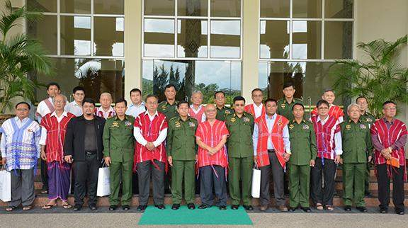 Senior General Min Aung Hlaing poses for documentary photo with leaders of four armed ethnic groups.