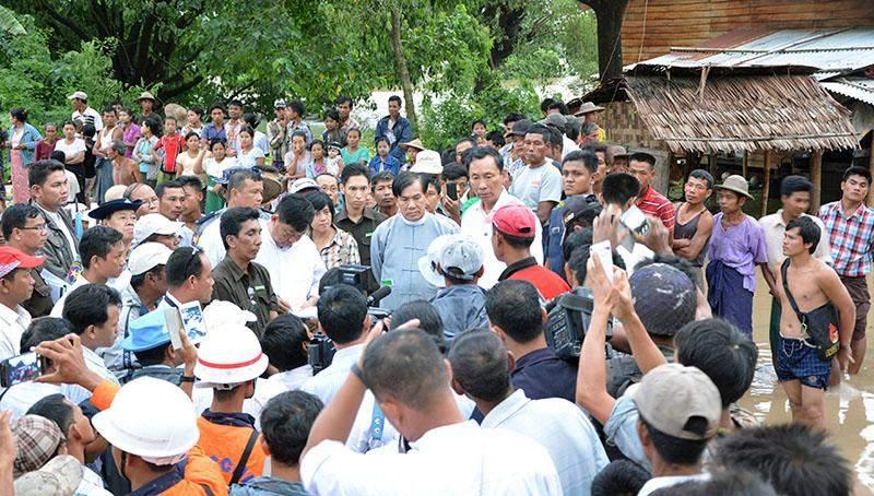 Pyithu Hluttaw Speaker Thura U Shwe Mann meets local flood victims in Kalachaung Village in Letpadan Township. mna