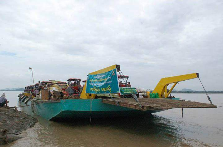 Monwya Aung Mya Than family's shipping business provides transportation service free of charge to ship relief aids to flood affected areas in Sagaing region and Chin State.