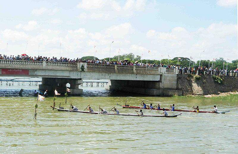 Boat racing attracts local people as well as tourists in Meiktila. Photo: Chantha